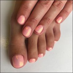"Peachy Mermaid gel fingers and toes. Gelish ""all about the pout"" with mermaid glitter with safron mermaid glitter on top Gel Toe Nails, Nails Opi, Mauve Nails, Peach Nails, Fun Nails, Glitter Toe Nails, Gel Toes, Diy Gel Nails, Toe Nail Polish"