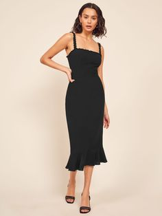 This is a midi length dress a ruffle edged neckline and straps, a center back zipper and a ruffle edged hem. Fall Dresses, Elegant Dresses, Pretty Dresses, Summer Dresses, Casual Dresses, Short Dresses, Oktoberfest Outfit, Mode Outfits, Dress Outfits