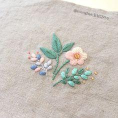 いいね!206件、コメント3件 ― 꽃보다 자수さん(@a.sunghee)のInstagramアカウント: 「 - #꽃보다자수#프랑스자수#손자수#춘천프랑스자수#꽃자수 #embroidery #handembroidery #handcraft #frenchembroidery」
