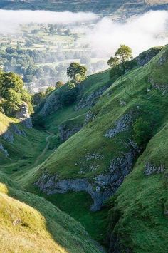 Cavedale Castleton , Marea Britanie Castleton Derbyshire, Places To Travel, Places To See, Magic Places, British Countryside, Peak District, All Nature, British Isles, Beautiful Landscapes