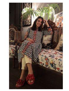Pakistani Girl, Pakistani Suits, Pakistani Kurta Designs, Iqra Aziz, Designer Party Wear Dresses, Teenage Girl Photography, Aesthetic Girl, Photo Poses, Kurtis