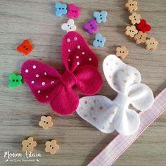 Borboletas de Feltro #3 - Laço - Passo a Passo How To Make Bows, Hair Bows, Artisan, Butterfly, Kawaii, Christmas Ornaments, Pets, Holiday Decor, Mini
