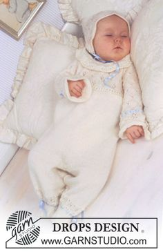 """Dopklänning med byxdräkt och hätta i """"BabyAlpaca Silk"""" med spetsmönster. ~ DROPS Design"""