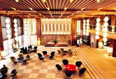 De beroemde vleugel van het Okura Hotel in Tokyo de modernisme-klassieker in Tokyo dat momenteel gesloopt wordt ondanks pogingen om het te behouden.
