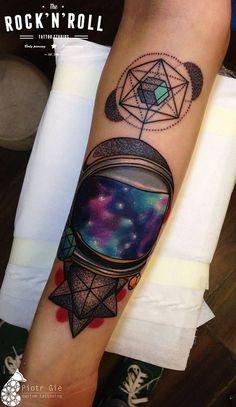 RECOPILAMOS LOS TATUAJES DEL ESPACIO MÁS INCREÍBLES. La fascinación por el cosmos también tiene su reflejo en los tatuaje, te lo mostram...