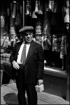 New York City. Little Italy. © Leonard Freed/Magnum Photos From the book : Another life Black And White Pictures, Black And White Colour, Leonard Freed, My Kind Of Town, Photographer Portfolio, Vintage Soul, Little Italy, She Is Gorgeous, Free Photography
