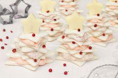 Gli alberi di tramezzini sono degli antipasti natalizi senza cottura facili e veloci da preparare, farciti con una crema al salmone e al tonno, deliziosi!