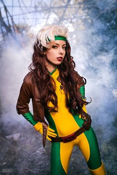 Rogue from X-Men Cosplay Rogue Cosplay, Male Cosplay, Cosplay Girls, Cool Costumes, Halloween Costumes, Superhero Cosplay, Amazing Cosplay, Rogues, X Men