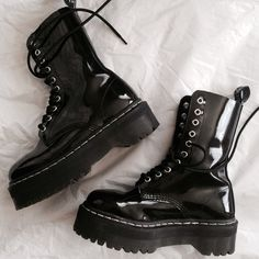 Goth style 126874914485832405 - shoes goth boots dark grunge alternative Source by Dr. Martens, Doc Martens Stiefel, Doc Martens Boots, Sock Shoes, Cute Shoes, Me Too Shoes, Shoe Boots, Ankle Boots, Grunge Outfits