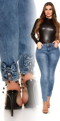 Plus size farmer szárán masnival Plus Size, Mom Jeans, Pants, Fashion, Trouser Pants, Moda, Fashion Styles, Women's Pants, Women Pants