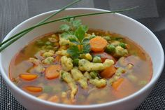tavaszi zöldségleves Hungarian Recipes, Hungarian Food, Chana Masala, Cheeseburger Chowder, Thai Red Curry, Stew, Food And Drink, Healthy Recipes, Healthy Food