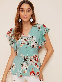 To find out about the Floral Print Butterfly Sleeve Ruffle Hem Blouse at SHEIN, part of our latest Blouses ready to shop online today! Kids Blouse Designs, Dress Neck Designs, Floral Blouse Outfit, Fancy Tops, Fashion Sewing, Blouse Styles, Pattern Fashion, Types Of Sleeves, Blouses For Women