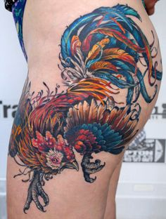 What does rooster tattoo mean? We have rooster tattoo ideas, designs, symbolism and we explain the meaning behind the tattoo. Forarm Tattoos, Side Tattoos, Body Art Tattoos, Sleeve Tattoos, Color Tattoos, Alas Tattoo, Tattoo Now, Tattoo Life, Rooster Tattoo