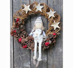 wianek dekoracyjny Christmas Doll