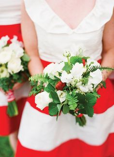 petite bouquet with greens and berries | Katie Stoops #wedding