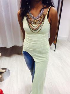 Toffe maxi dress met hoge spilt! Je kunt het bestellen! Super gaaf! Www.rozes.nl
