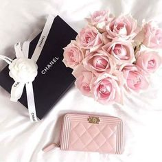 Obsessed with this gorgeous feminine handbag!