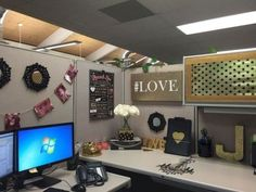 48 Amazing Office Cubicle Dcor Ideas Work Cubicle Decor intended for Office Desk Decoration Ideas Work Cubicle Decor, Cute Cubicle, Cubicle Organization, Work Desk Decor, Cubicle Design, Office Space Decor, Cubicle Ideas, Decorating Work Cubicle, Cubicle Decorations