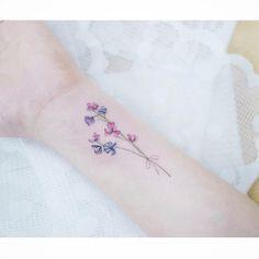 : Sweet pea 🌸 Close up . . #tattooistbanul #tattoo #tattooing #sweetpea #sweetpeatattoo #flower #flowertattoo #colortattoo #타투이스트바늘 #타투 #스윗피 #꽃타투 #컬러타투