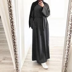 Abaya Noir, Mode Abaya, Abaya Fashion, Muslim Fashion, Fashion Wear, Hijab Evening Dress, Pakistani Dresses Casual, Hijab Fashion Inspiration, Turkish Fashion
