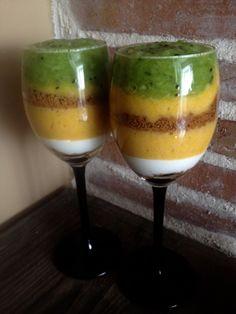 My Lady Laura: Pyszny deser mango -kiwi Kiwi, Smoothie Drinks, Healthy Smoothies, Lady Laura, Polish Recipes, Non Alcoholic Drinks, Food Cakes, Mango, Panna Cotta