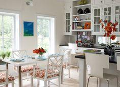 Pretty & functional kitchen...