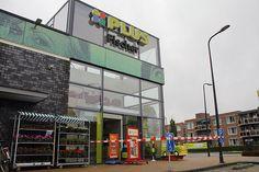 Klazienaveen - De problemen met de lekkage bij PLUS Fischer zijn inmiddels weer verholpen. Sinds vanmiddag is de winkel weer gewoon geopend.