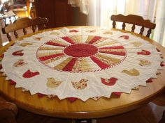 round table toppers table toppers mesa con table toppers for round tables lace table toppers for weddings Table Runner And Placemats, Table Runner Pattern, Quilted Table Runners, Table Topper Patterns, Quilted Table Toppers, Round Table Covers, Round Tables, Dresden Plate Quilts, Summer Quilts