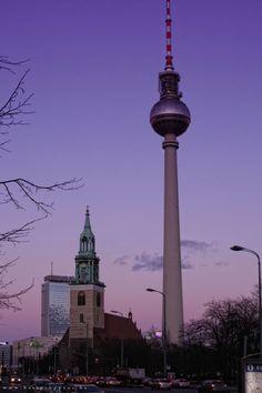 Berlijn, een mooie stad waar je voordelig kunt overnachten. https://www.hotelkamerveiling.nl/hotels/duitsland/hotel-berlijn.html #berlijn #duitsland