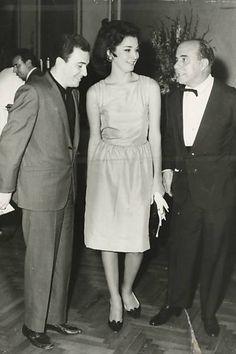 Joao Gilberto com a esposa, Astrud, e o embaixador Hugo Gouthier durante recepcão em Roma
