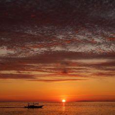 Nothing like a Boracay sunset #nature #sunset #sunrise_sunsets_aroundworld #sunsetboracay #colorful #colourstagram #igboracay #igphilippines #wanderlust #travelgram #Travelerspost #yourtake #canon #canon60d #canon_photos #canonphotography #canonphotogallery #philippines #lifeisgood #instapic #instagood #shangrila #PhotoOfTheWeek #ilovetravel by thefabulisetraveler