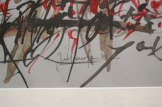 U2 gris [caligrafía gestual] detalle de firma
