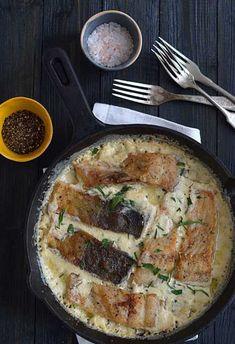 Przepis na zapiekany karp w sosie chrzanowym - MniamMniam.com Polish Recipes, Polish Food, Fish And Seafood, Food Design, Pork, Food And Drink, Meat, Chicken, Cooking