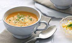 Este creme de tomate é uma sopa muito agradável para começar a refeição e pode mesmo transformá-la numa refeição completa, bastando acrescentar mais ovos - um por pessoa.