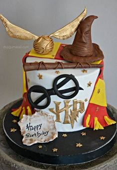New Wall Paper Harry Potter Book Ideas – Harry Potter - Kuchen Baby Harry Potter, Harry Potter Baby Shower, Harry Potter Food, Harry Potter Wizard, Harry Potter Book Cake, Harry Potter Desserts, Gateau Harry Potter, Harry Potter Birthday Cake, Amazing Cakes