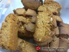 Flavorsome Cretan biscotti with almonds Greek Sweets, Greek Desserts, Greek Recipes, Desert Recipes, Greek Cake, Greek Cookies, Homemade Sweets, Greek Dishes, Sweets Cake
