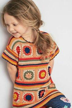 Pretty little crocheted granny square top Pull Crochet, Crochet Girls, Crochet Baby Clothes, Crochet Granny, Crochet Motif, Crochet For Kids, Crochet Lace, Crochet Patterns, Crochet Ideas