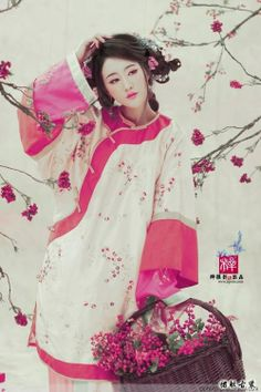 hanfu! I would love these as pjs Ok so this isnt a hanfu. its actually a longpao. I still want one.