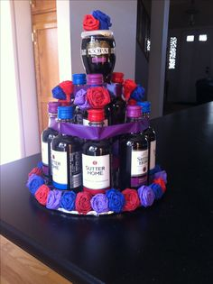 Wine cake, I literally need this in my life! Liquor Bouquet, Candy Bouquet, Homemade Gifts, Diy Gifts, Bottle Cake, Wine Bottle Corks, Wine Gift Baskets, Wine Craft, Raffle Baskets