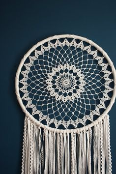 This beautiful giant dream catcher wall hanging is a gorgeous decor item that belongs to the bohemian style. The crochet part of the dream catcher took me about a week to make! This bohemian wall decor beauty has a magnetic energy of a handmade item. Grand Dream Catcher, Big Dream Catchers, Large Dream Catcher, Dream Catcher Boho, Dreamcatcher Crochet, Crochet Mandala, Crochet Doilies, Diy Crochet, Crochet Baby