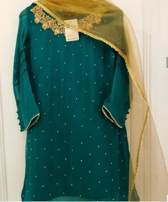 Latest Dress For Girls, Stylish Dresses For Girls, Wedding Dresses For Girls, Simple Dresses, Pakistani Fashion Party Wear, Pakistani Dresses Casual, Pakistani Dress Design, Mehndi Dress, Mehendi