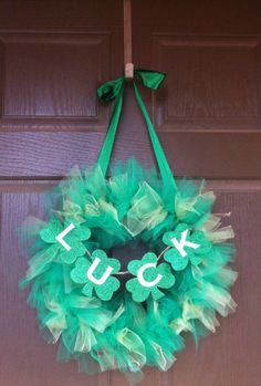 Decorate your house with this easy DIY St. Patrick's Day Tulle Wreath. Tulle Crafts, Wreath Crafts, Diy Wreath, Diy Crafts, Wreath Ideas, Wreath Making, Door Wreaths, Holiday Wreaths, Holiday Crafts