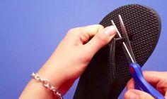Elle se procure une paire de Flip Flop à 1.99$ et coupe la sangle entre les orteils! J'aurais tellement aimé avoir eu cette idée!!