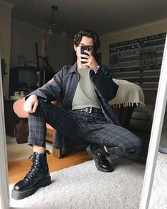 41 Astonishing Fall Fashion Trends Clothing Ideas For Men - Grunge fashion // - Fall Outfit Mode Outfits, Grunge Outfits, Fashion Outfits, Guy Outfits, Outfit Ideas For Guys, Mens Fall Outfits, Grunge Clothes, Man Outfit, Outfit Work