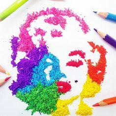 A professora Meghan Maconochie utilizou o pozinho do lápis de cor para criar imagens da cultura pop. O trabalho ficou muito interessante e vale a pena dar uma conferida.