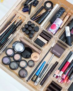 No more searching high and low for that favorite eyeliner! An organized cosmetics drawer will turn your morning routine from chaos to a zen moment. Categorize your products measure your drawer and play around with placing the pieces of the puzzle until they are organized the best way for you. #GetOrganized #makeup
