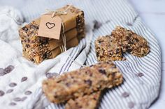 Low Carb Granola Bars: Simple, Soft and Chewy - Oh La Latkes Keto Snacks, Healthy Snacks, Raw Bars, Granola Bars, Low Carb, Cookies, Simple, Breakfast, Desserts