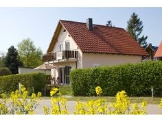 Ferienhaus für 6 Personen (105 m²) in Untergöhren Style At Home, Cabin, House Styles, Home Decor, Environment, Vacation, Dog, Decoration Home, Room Decor