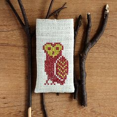 Hey, I found this really awesome Etsy listing at https://www.etsy.com/listing/161662126/owl-iphone-5-5s-5c-case-hand-embroidery