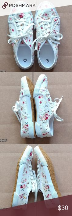 Women's floral sneakers New with tag. Cream/floral. Soft material. Shoes